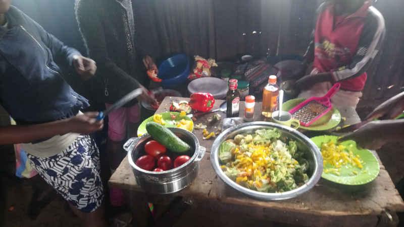 Nyendo-Schueler-zu-Besuch-im-Slum-Artikelbild10