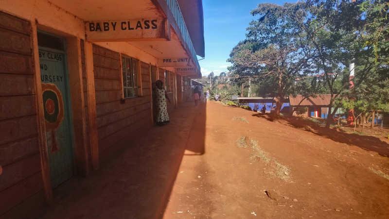 Nyendo-Schueler-zu-Besuch-im-Slum-Artikelbild2