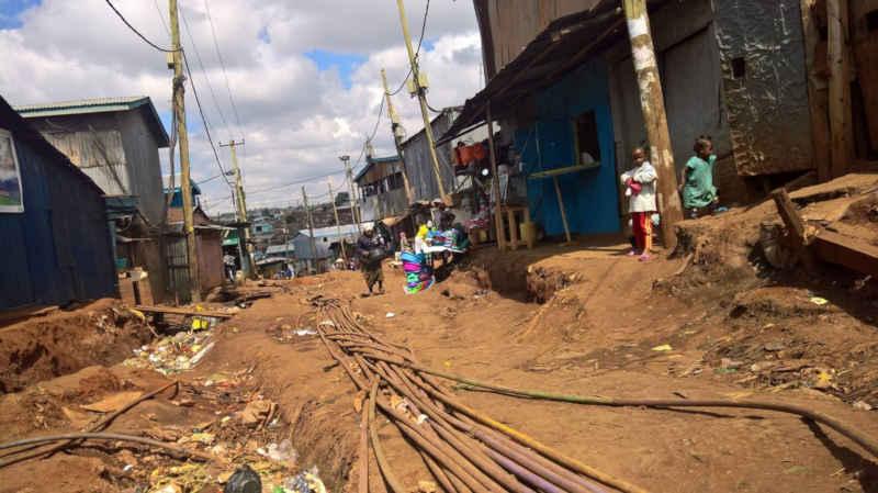 Nyendo-Schueler-zu-Besuch-im-Slum-Artikelbild3