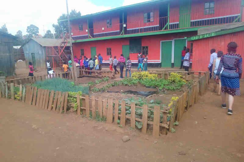 Nyendo-Schueler-zu-Besuch-im-Slum-Artikelbild4