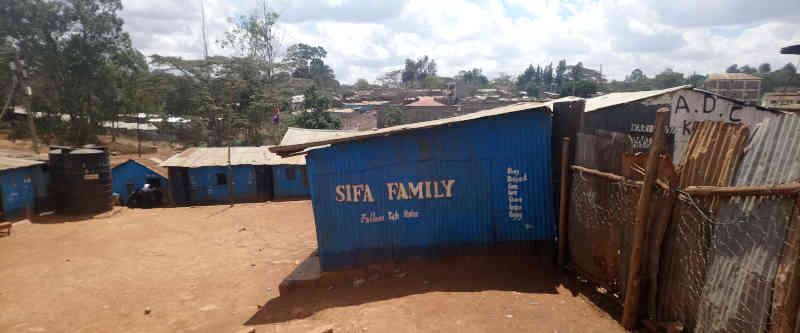 Nyendo-Schueler-zu-Besuch-im-Slum-Artikelbild6
