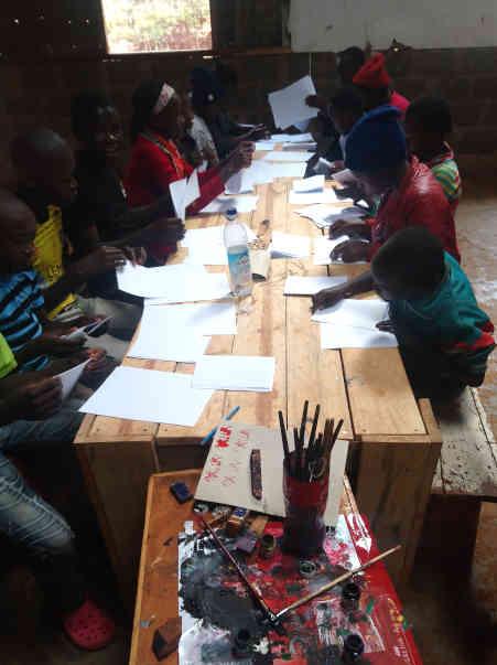 Nyendo-Schueler-zu-Besuch-im-Slum-Artikelbild8