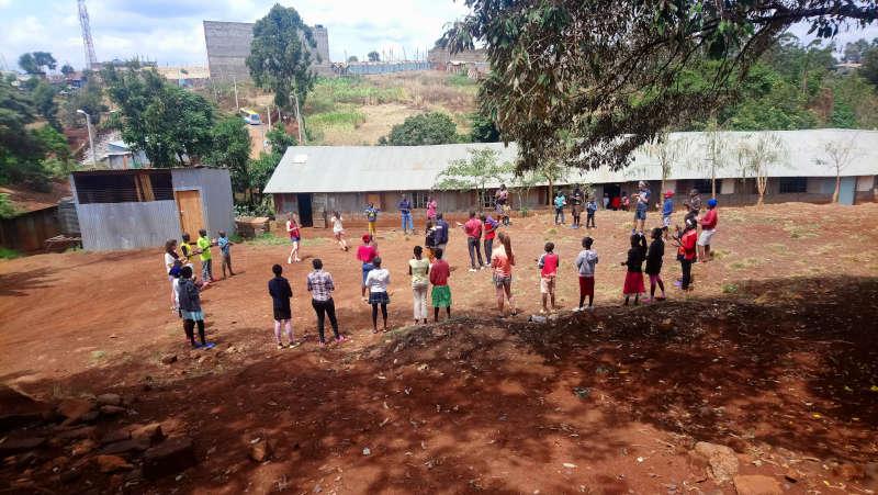 Nyendo-Schueler-zu-Besuch-im-Slum-Artikelbild9